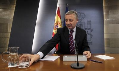 El portavoz y ministro de Fomento en funciones, José Blanco, tras el Consejo de Ministros.
