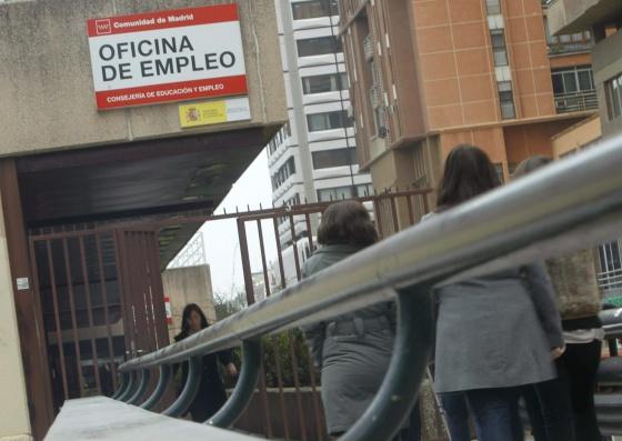 Cola en una oficina de Empleo en Madrid.