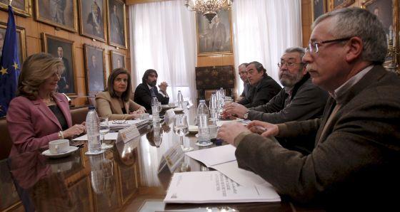Imagen de la reunión de la ministra con los agentes sociales.