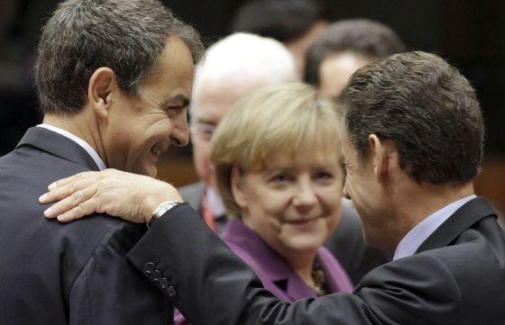 José Luis Rodríguez Zapatero junto a Angela Merkel y Nicolas Sarkozy en una cumbre europea