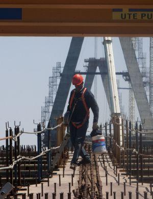 Obras de construcción del puente nuevo sobre la bahía de Cádiz.