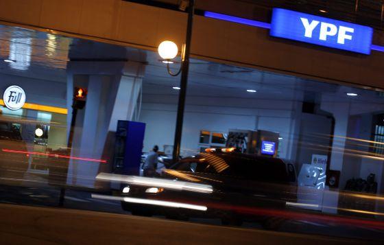 Una estación de servicio de YPF.