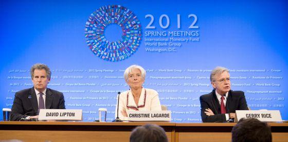 De izquierda a derecha, el número dos del FMI, David Lipton, la directora gerente, Christine Lagarde, y el portavoz del organismo Gerry Rice.