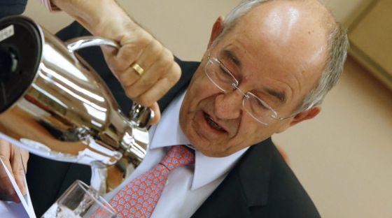 Miguel Ángel Fernández Ordóñez, durante su comparecencia el pasado 17 de abril en la Comisión de Presupuestos del Congreso.