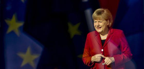 Angela Merkel espera la llegada del Gran Duque Enrique de Luxemburgo en la Cancillería de Berlín el pasado 24 de abril.