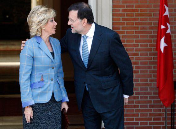 Rajoy recibe a Aguirre en el Palacio de La Moncloa, el pasado 10 de abril.