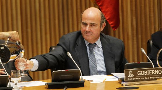 El ministro de Economía y Competitividad, Luis de Guindos, en la comparecencia, a petición propia, en el Congreso de los Diputados