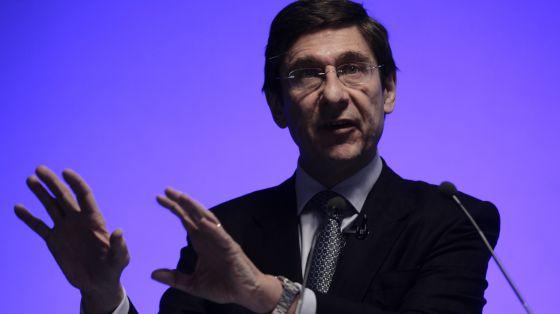 El presidente de BFA-Bankia, José Ignacio Goirigolzarri, durante la conferencia de prensa donde explicó el saneamiento de la entidad.
