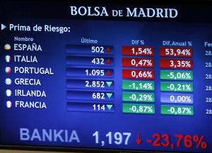 Luminoso de la Bolsa española con las primas de riesgo de los países del euro.