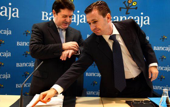 El ex director general, Aurelio Izquierdo, con el antiguo presidente de Bancaja, José Luis Olivas, en una imagen de archivo.