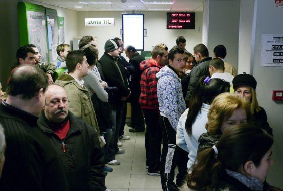 Espa a lleva la tasa de desempleo de la zona euro a un for Oficina inem madrid
