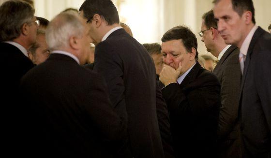 El presidente de la Comisión Europea, Jose Manuel Barroso, con gesto de preocupación en su visita a Bucarest el pasado viernes