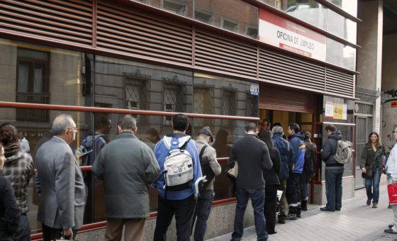 Las empresas siguen sin pagar el paro y las cuotas de los for Oficina del inem madrid