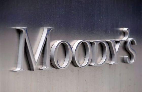 Logo de la agencia de calificación Moody's en su sede de Nueva York (Estados Unidos).