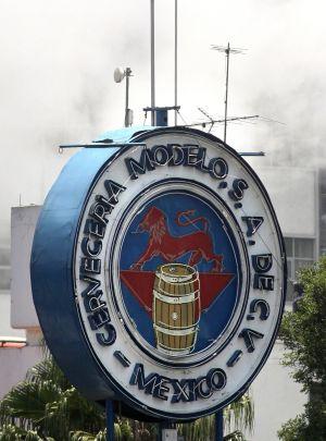 Vista de la cervecera Modelo en su planta de Ciudad de México.