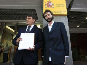 Juan Moreno Yagüe y Francisco jurado entregan la querella de '15MpaRato' en la Audiencia Nacional
