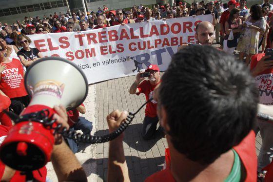 Protesta de trabajadores afectados por un ERE en Valencia.