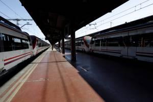 Andén vacío en la estación de tren de Chamartín. EFEArchivo