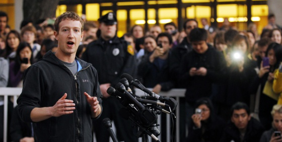 El máximo accionista y fundador de Facebook, Marck Zuckerberg, comparece ante los medios de comunicación