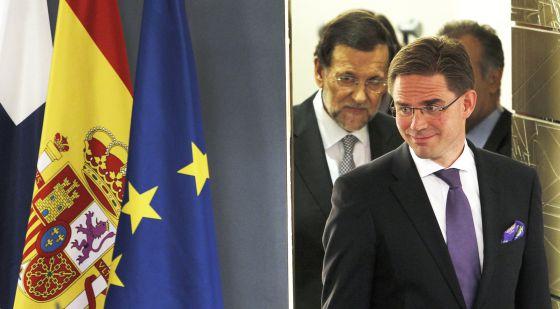 Mariano Rajoy, detrás del primer ministro finlandés, Jyrki Katainen.