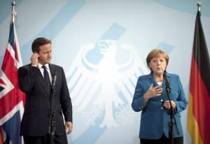 El primer ministro británico, David Cameron, y la canciller alemana, Angela Merkel, durante una rueda de prensa en Berlín (Alemania). EFEArchivo