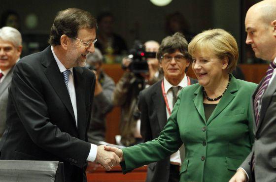 Mariano Rajoy saluda a Angela Merkel en una reunión en octubre pasado.
