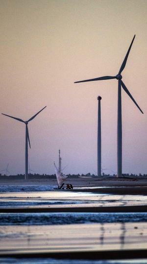 Molinos de viento en Prainha do Canto Verde.  YASUYOSHI CHIBA (AFP)