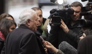 El ministro español de Asuntos Exteriores, José Manuel García-Margallo, atiende hoy a los medios de comunicación a su llegada al Consejo de Ministros de Exteriores de la Unión Europea en Bruselas (Bélgica).