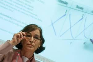 """La presidenta del conocido como """"banco malo"""", Belén Romana (i), durante su primera comparecencia en rueda de prensa, en Madrid. EFEArchivo"""