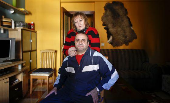 Paulo Marques y Galina Roubina, en su casa de Torrejón de Ardoz, el pasado 23 de diciembre.