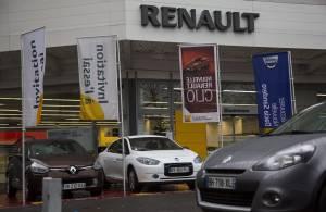 Vista general de unos coches expuestos en un concesionario de Renault en París (Francia). EFEArchivo