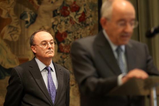 Miguel Ángel Fernández Ordóñez habla en la toma de posesión de su sucesor, Luis Linde, al frente del Banco de España