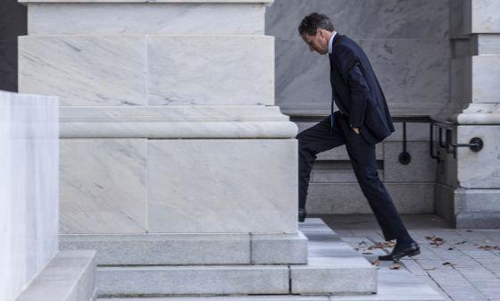 El secretario del Tesoro, Timothy Geithner, entrando en el Capitolio, en una imagen de 2012