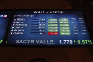 Panel informativo de la Bolsa de Madrid que muestra la prima de riesgo en distintos países europeos. EFEArchivo