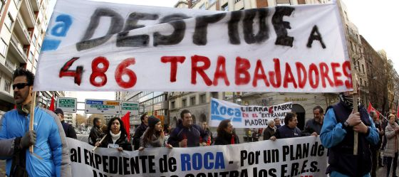 Protesta de los trabajadores de Roca en Alcalá de Henares.