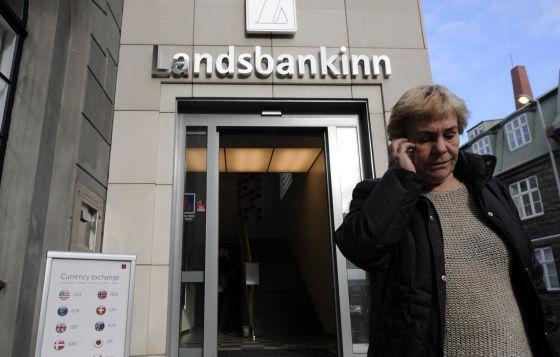 Una foto tomada en 2008 de una ofcina del Landsbanki, el segundo mayor banco del país.