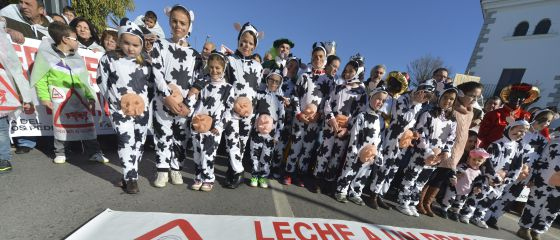 """Protesta de ganaderos cordobeses en enero reclamando """"un precio justo""""."""