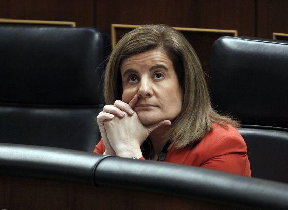 La ministra de Empleo, Fátima Báñez, en una sesion en el Congreso de los Diputados