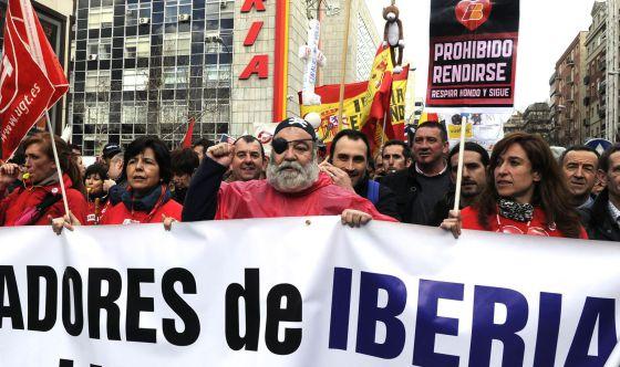 Marcha de los trabajadores de Iberia contra el plan de ajuste.