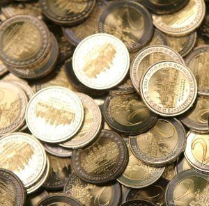 En la imagen, monedas de dos euros recién acuñadas