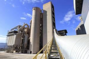 Imagen de la fábrica de cementos Cosmos, de Toral de Los Vados (León). EFEArchivo