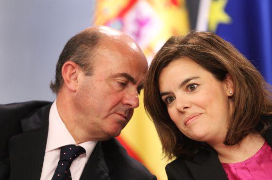 Guindos y Santamaría, tras el Consejo de Ministros.