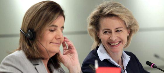 Las ministras de Empleo de España y Alemania, Fátima Báñez (izquierda), y Ursula von der Leyen.