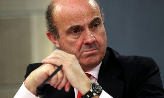 El ministro de Economía, Luis de Guindos, en la rueda de prensa posterior a la reunión del Consejo de Ministros.