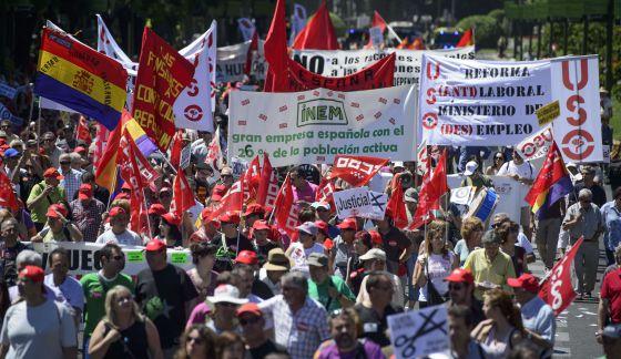 Manifestación organizada por UGT y CC OO para pedir al Gobierno que defienda en la próxima cumbre europea políticas en favor del crecimiento.