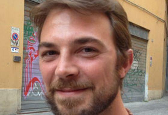Riccardo Vastola ha montado un negocio de música en Bolonia.