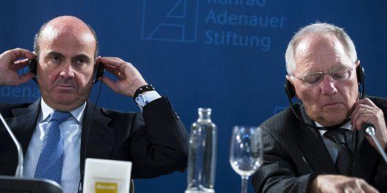 El ministro español de Economía y el titular de Finanzas alemán.