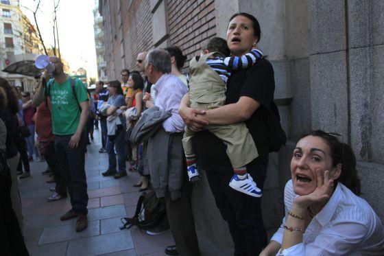 Cooperativistas de ACAS se concentran ante la Audiencia Provincial de Madrid en la calle Ferraz en abril de 2013