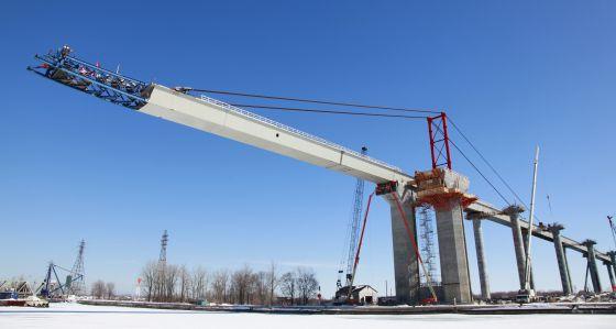 Imagen de la construcción de un puente de la autopista A-30 de Canadá.