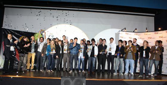 Jóvenes emprendedores colombianos reunidos por la aceleradora de 'startups' Wayra en Bogotá.